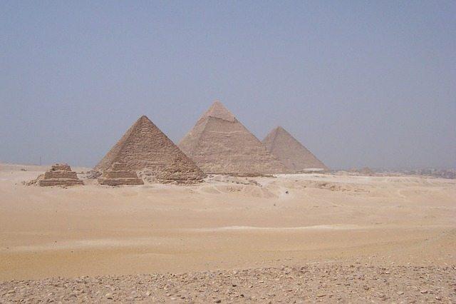 pyramid-315298_640